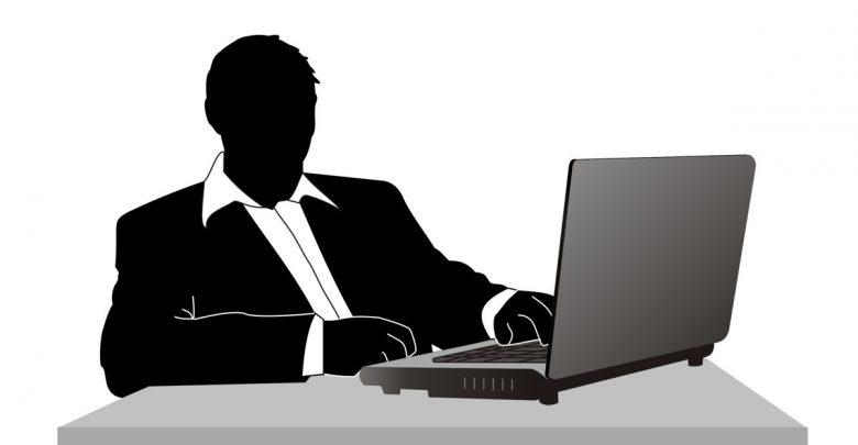Die Hälfte aller Angestellten in Deutschland sitzt am Rechner