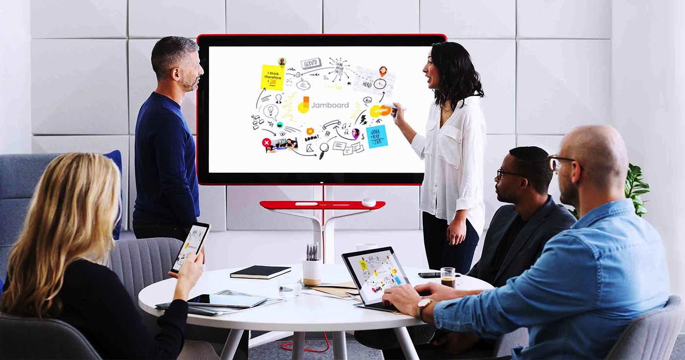 Googles Jamboard nutzt den eigenen Online-Dienst Hangouts und integriert die G Suite. (Foto: Google)