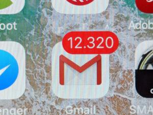 Die Mail-Flut macht auch vor Ihrem Postfach nicht halt. Aber es gibt Wege, um diese einzudämmen. (Bild: M. Schindler)