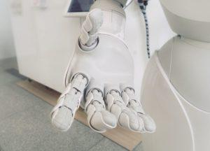Bei der eigenen Vermarktung brauchen KI-Systeme dann doch noch menschliche Unterstützung.