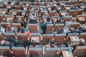 Wissensmanagement-Strategien können auch Offline-Lernangebote beinhalten.