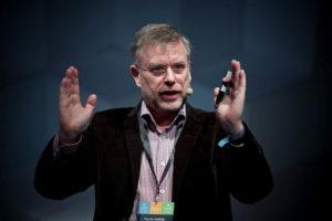Prof. Dr. Gunter Dueck erklärt, wie Digitalisierung und künstliche Intelligenz die Arbeitswelt beeinflussen. (Foto: Schreibvieh via Wikipedia).