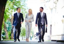 Walking Meetings: Warum es helfen kann, Gedanken freien Lauf zu lassen
