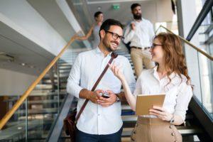 Glücklich im Job: Worauf es Beschäftigten ankommt