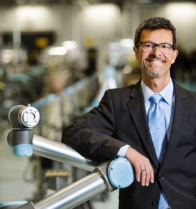 """""""Viele Unternehmen beschäftigen Mitarbeiter so, als wären sie Roboter"""", sagt Helmut Schmid, Geschäftsführer von United Robots. (Foto: United Robots)"""