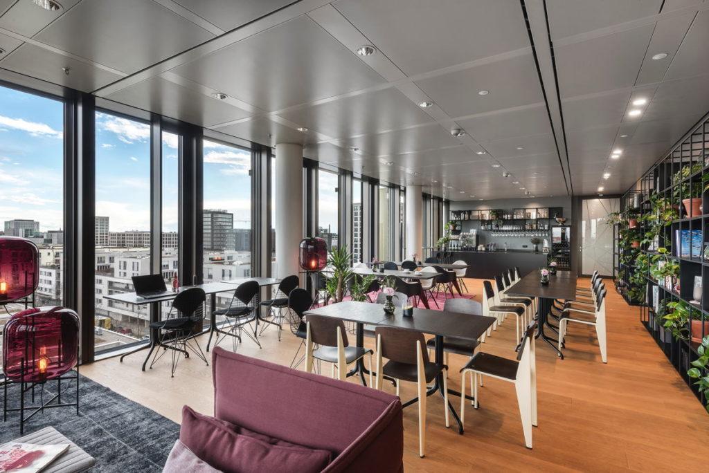 Im Coworking-Raum des Nove kann man zwischendurch den Blick schweifen lassen. (Foto: Design Offices)