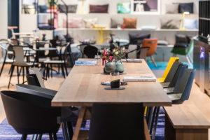 Könnte auf den ersten Blick als schickes Café durchgehen, ist aber der Coworking-Bereich bei Design Offices. (Foto: Design Offices)