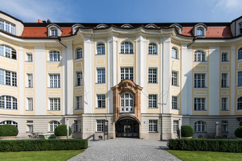 Altehrwürdige Gebäude wie die Alte Hopfenpost in München sind das Markenzeichen von Satellite Office. (Foto: Satellite Office)