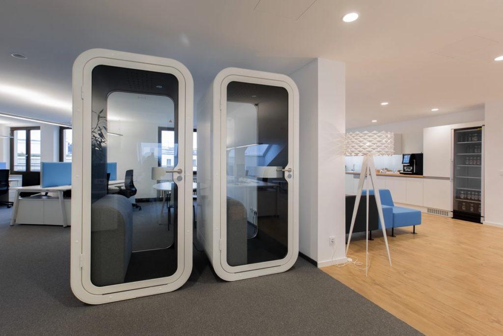 In den Telefonzellen sind bestens ausgestattet, sie könnten aber akustisch etwas besser isoliert sein. (Foto: WorkRepublic)