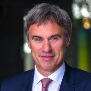 """""""Je länger man bei der Digitalisierung zögert, umso schwieriger wird es, den Vorsprung der anderen aufzuholen"""", sagt Bitkom-Präsident Achim Berg."""